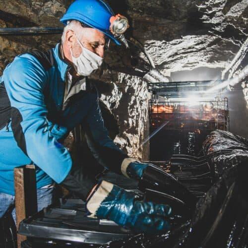 Affinamento in miniera degli spumanti metodo classico dell'azienda vinicola L'Autin.